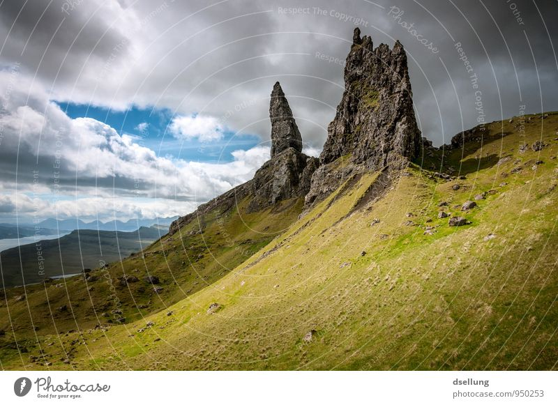 wetterfühlig. Himmel Natur Ferien & Urlaub & Reisen alt Sommer Landschaft Wolken dunkel kalt Wiese Zeit Felsen Feld wild Kraft groß