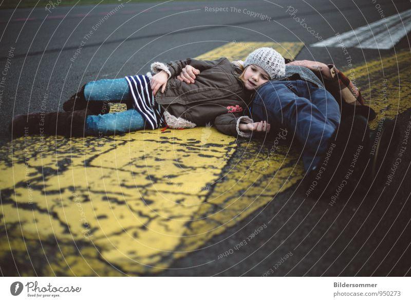 . Mensch Kind Jugendliche Mann blau Erholung Mädchen Junger Mann gelb Erwachsene Leben Straße feminin grau liegen träumen