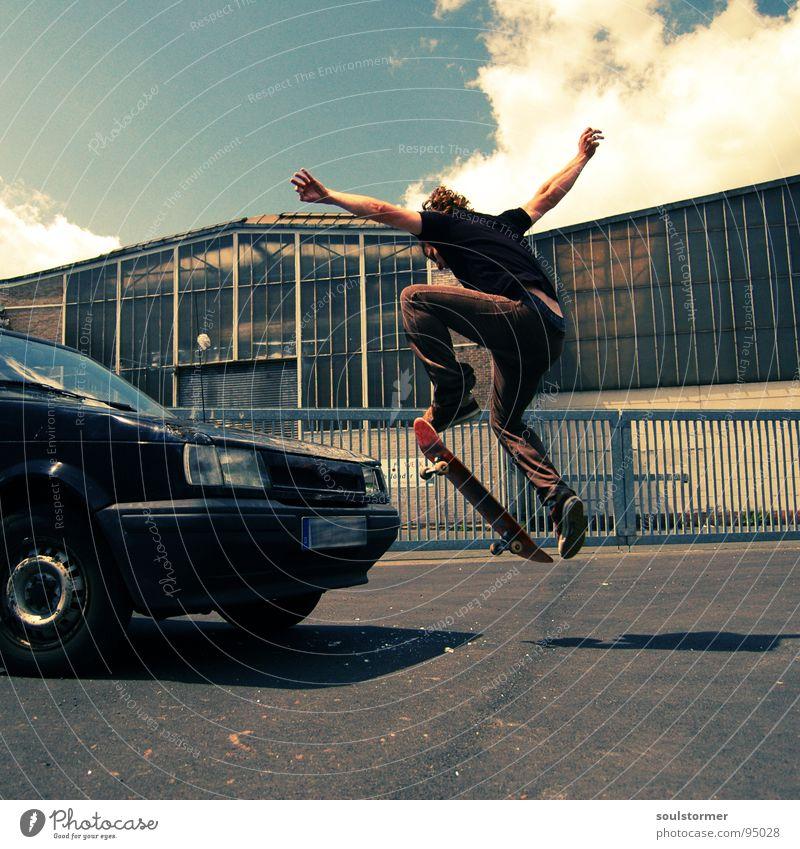 Car skate II Jugendliche Wolken Straße Sport springen Spielen PKW Luft fliegen 3 verrückt Industrie kaputt Skateboarding Dynamik