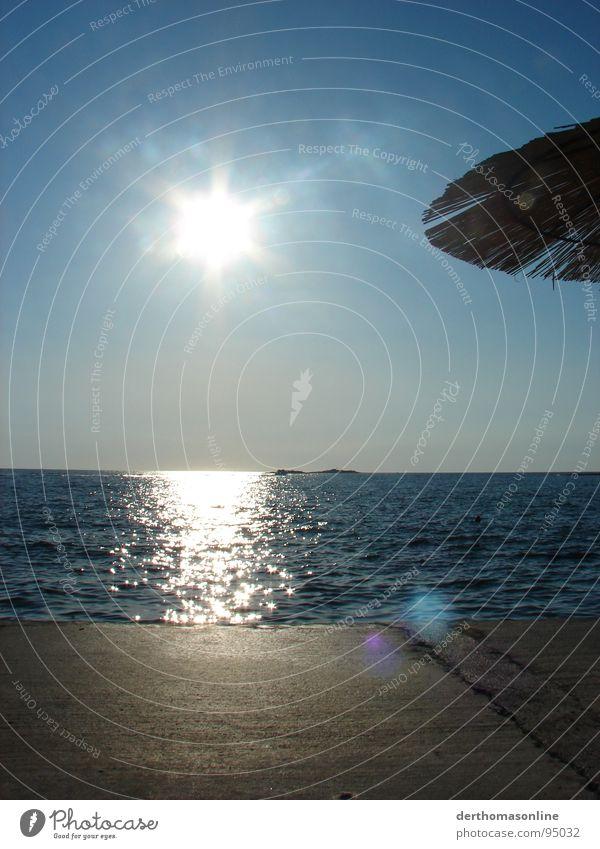 get low Ferien & Urlaub & Reisen blenden Sonnenschirm Gegenlicht Physik blau himmelblau Farbverlauf Strand kalt Erholung ausschalten Meer Sommer Sehnsucht