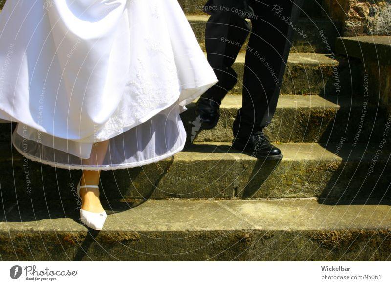 Ran ans Büffet.... Hochzeit Braut Bräutigam Ehe Paar Verbundenheit Ehemann Ehefrau Zusammensein harmonisch Schuhe unten Familie & Verwandtschaft Ehering