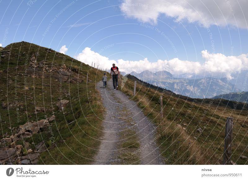 berg auf berg ab Mensch Himmel Kind Natur Ferien & Urlaub & Reisen Mann Sommer Erholung Landschaft Wolken Ferne Umwelt Erwachsene Berge u. Gebirge Bewegung Gras