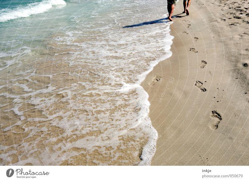 Zeit zu zweit Mensch Frau Ferien & Urlaub & Reisen Mann Sommer Erholung Meer Strand Erwachsene Leben Küste Wege & Pfade Freiheit Beine Sand Fuß