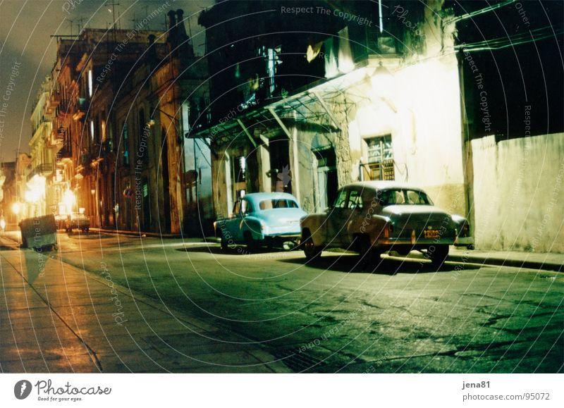 Havanna Kuba Ferien & Urlaub & Reisen Nacht Verkehrswege Südamerika historisch Abend Straße PKW