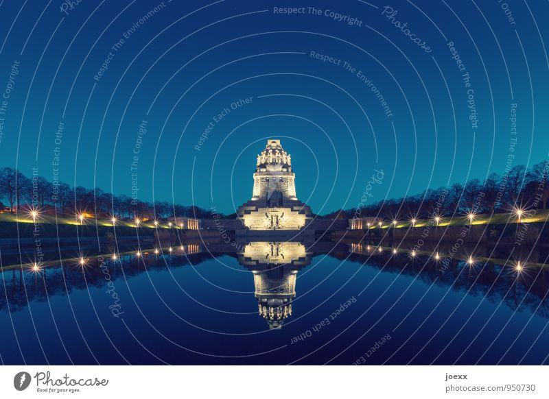 Denk mal. alt blau gelb groß hoch Schönes Wetter Turm historisch Wolkenloser Himmel Denkmal Leipzig Symmetrie gigantisch Völkerschlachtdenkmal