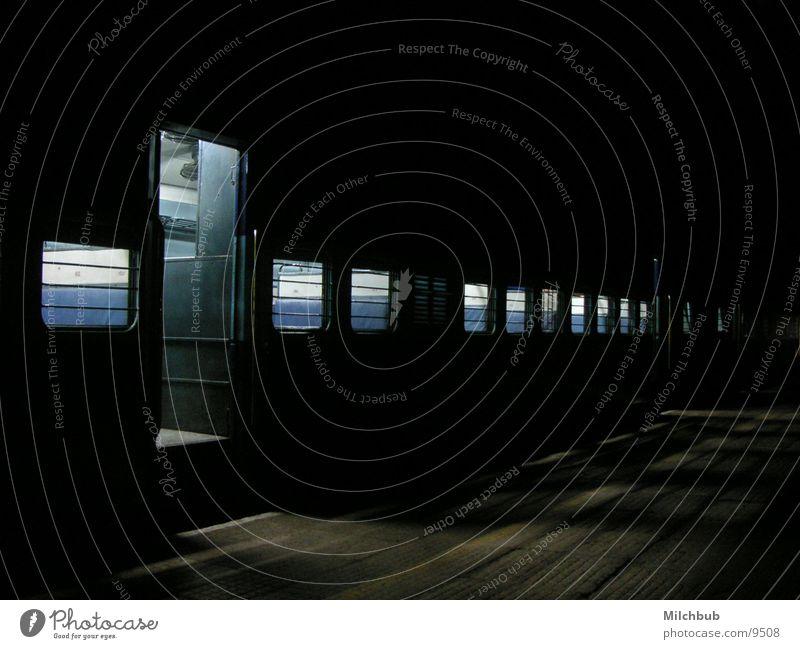 The Nighttrain schwarz Einsamkeit dunkel Fenster Verkehr Eisenbahn leer
