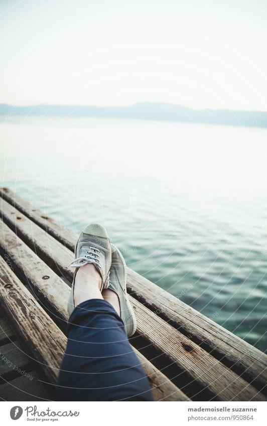 Sonntag am Meer Mensch Frau Ferien & Urlaub & Reisen Jugendliche Sommer Junge Frau Erholung ruhig 18-30 Jahre Ferne Erwachsene Küste feminin Gesundheit Freiheit