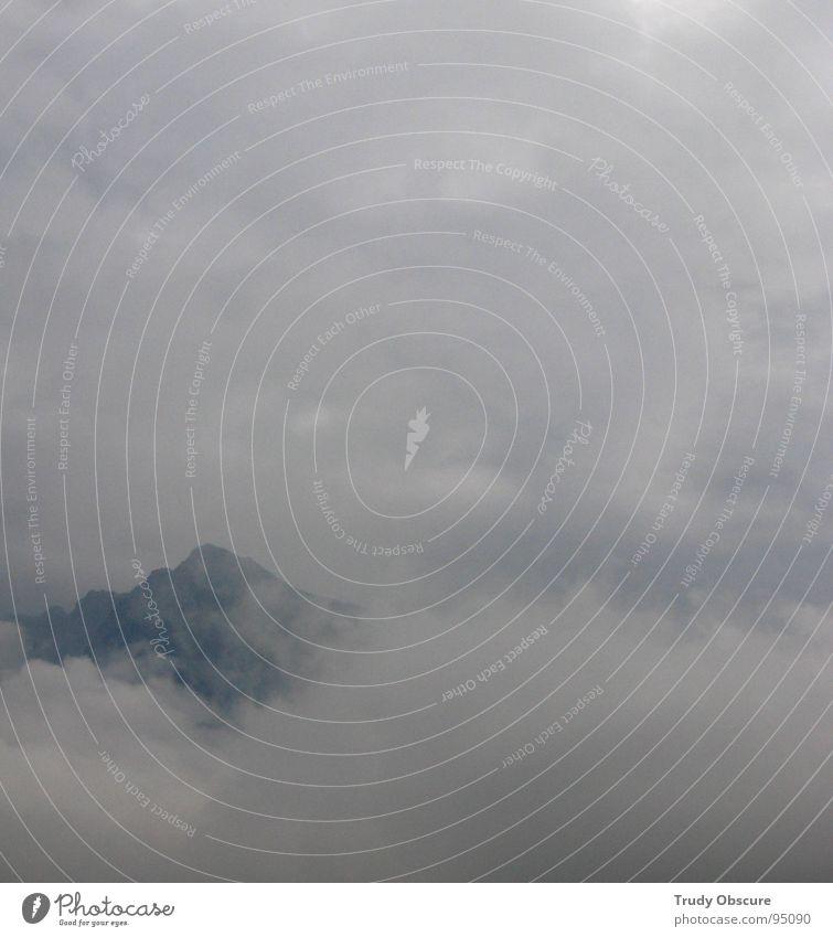 trübes alpinistenfeld Himmel Wolken Einsamkeit Ferne kalt Schnee Berge u. Gebirge Regen Kraft wandern Nebel Wetter nass Aussicht Klettern