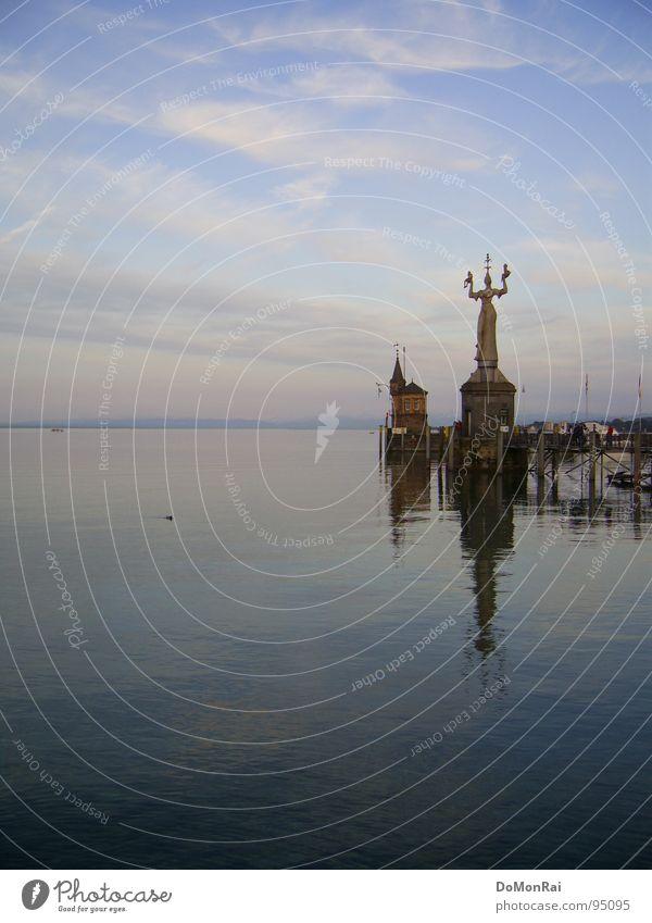 Postkarten-Kitsch in feinem Pastell Abend Himmel Konstanz Hafen Wahrzeichen Denkmal rosa Religion & Glaube Macht Imperia Pastellton himmelblau Steinskulptur