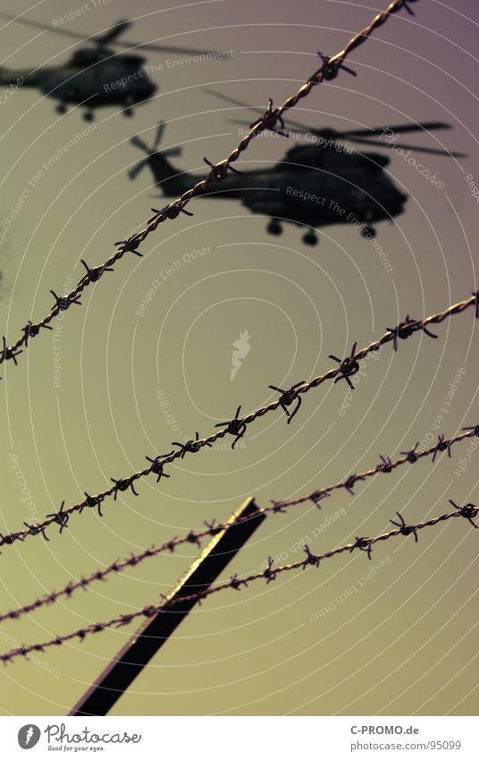 move for G8 G8 Gipfel Heiligendamm Terror Krieg Hubschrauber Zaun Stacheldraht Dämmerung gefährlich Konflikt & Streit Bundespolizei Angst Panik Luftverkehr