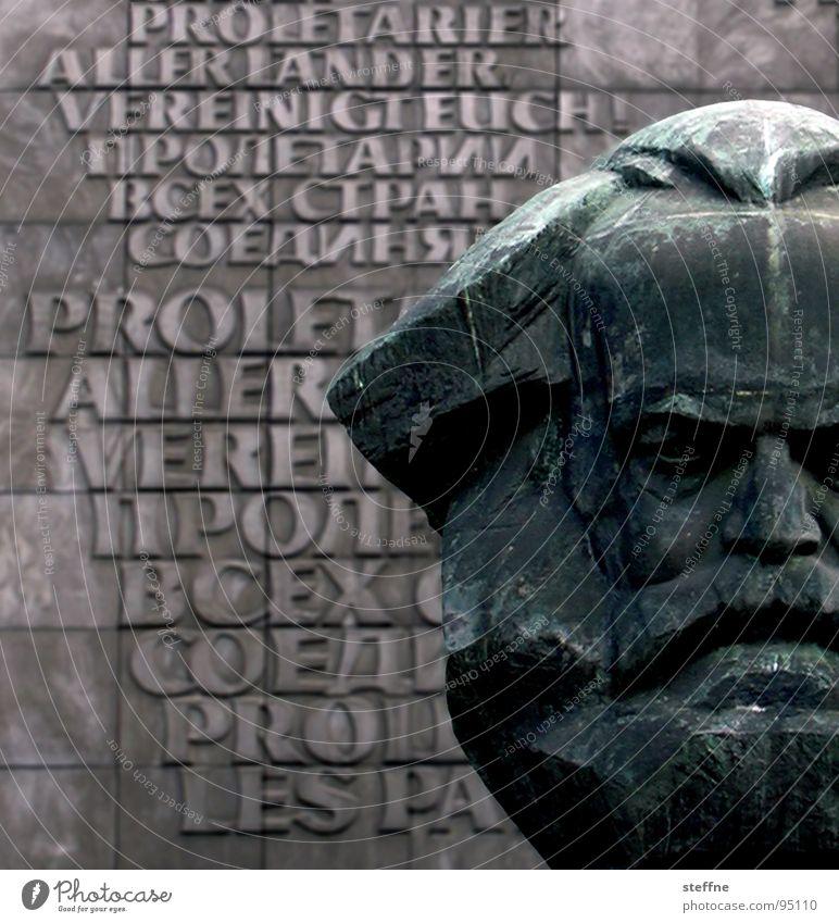 Karl der Große rot schwarz grau Kopf Kunst Deutschland Kultur Statue Denkmal Vergangenheit DDR Russland Wahrzeichen Osten links Arbeiter