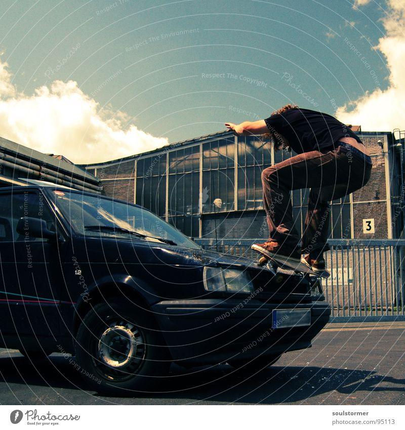 Car skate III Jugendliche Wolken Straße Sport springen Spielen PKW Luft fliegen 3 verrückt Industrie kaputt Skateboarding Dynamik Skateboard