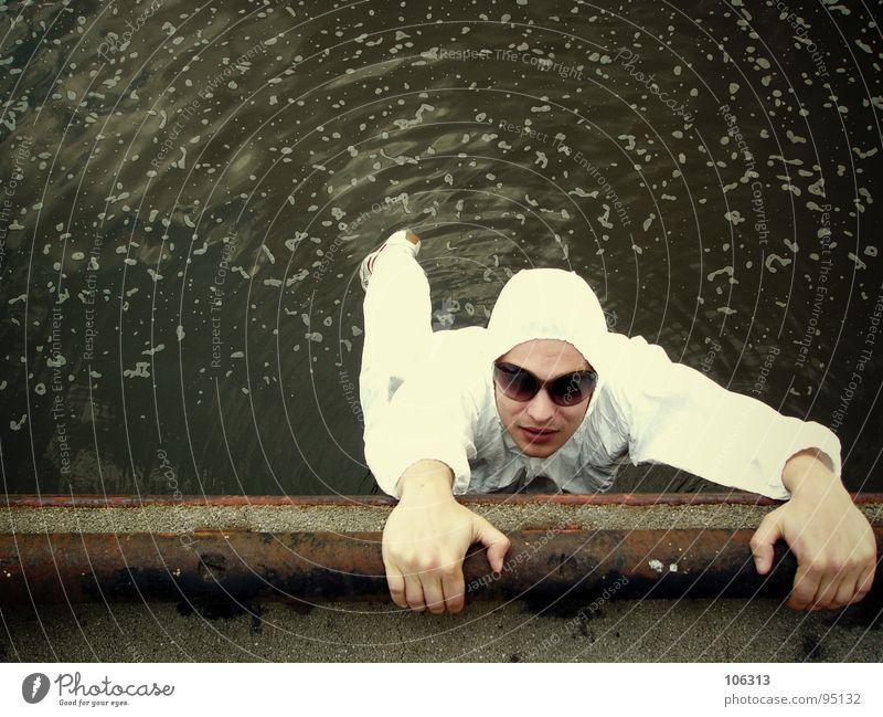 ingechab vs. the_water Mensch Mann Wasser Hand weiß Leben Kraft verrückt Kraft gefährlich Brille Fluss Dinge festhalten fallen Lebewesen