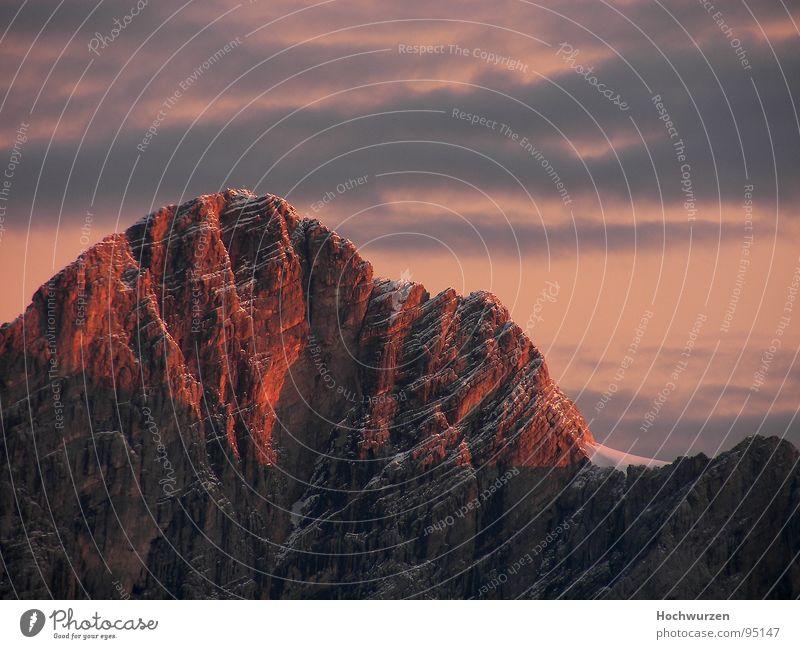 alpenglühen rot Wolken Berge u. Gebirge Gipfel Klettern steil massiv Berchtesgaden Bergkuppe Bergkamm Steilwand rotglühend Röte Ramsau bei Berchtesgaden