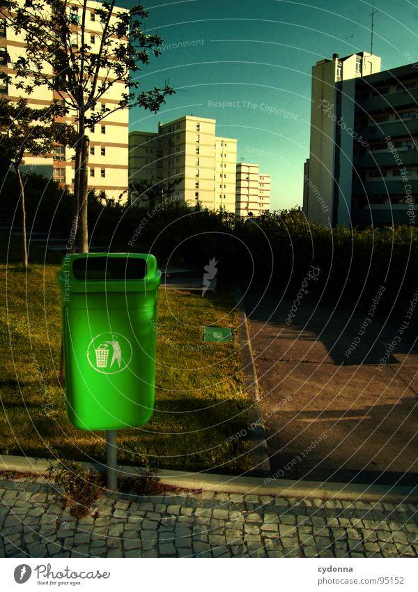 Urban Green Himmel Ferien & Urlaub & Reisen Stadt schön grün Sommer Haus Fenster Leben Gefühle Architektur außergewöhnlich Häusliches Leben Hochhaus Ecke Dach
