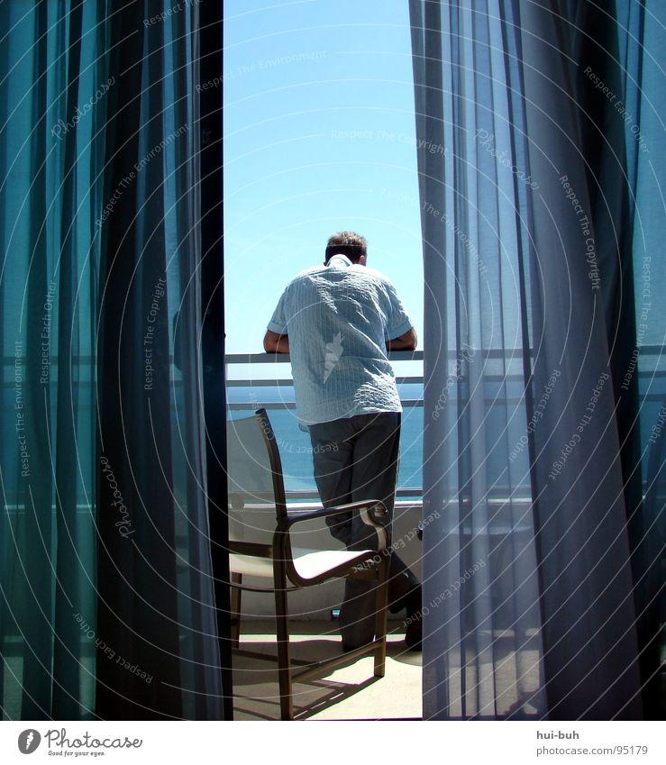 Apartment mit Meerblick Mensch Mann Sonne Freude Strand Ferien & Urlaub & Reisen Freiheit Wohnung Wind frei USA Stuhl Reichtum Interesse Gardine