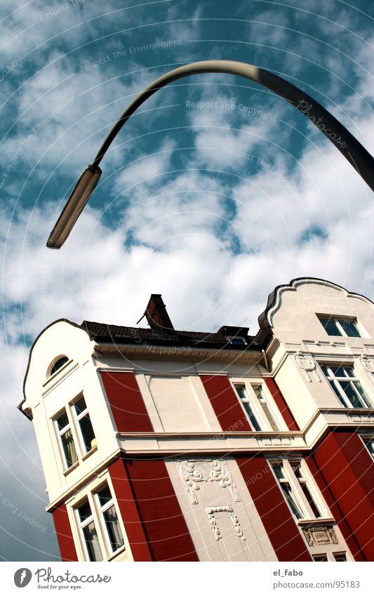 big one Haus Villa Laterne Wolken Ferien & Urlaub & Reisen Dach Fenster Froschperspektive Himmel verrückt Anschnitt Hamburg Häusliches Leben alt schön schön