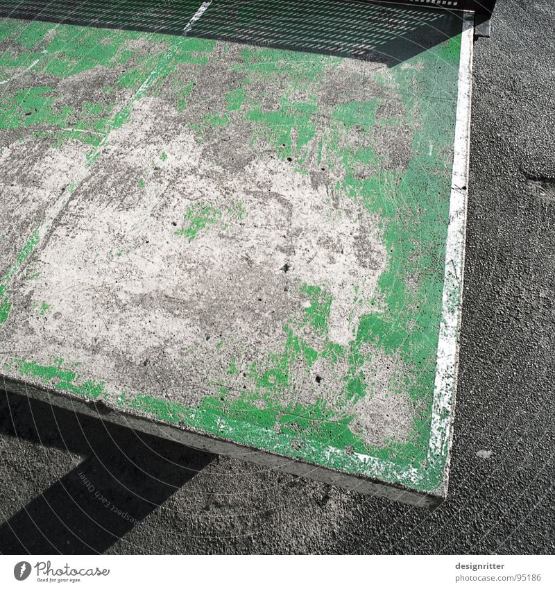 Gut gebraucht alt grün Straße Jugendkultur gebrauchen Schulhof Tischtennis nützlich benötigen Tischtennisplatte