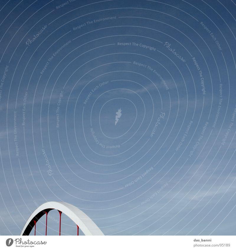 Der Bogen - Raum ist Luxus! Himmel blau rot kalt grau Stil Kunst Raum Nebel Beton Platz Design Brücke rund Stahl