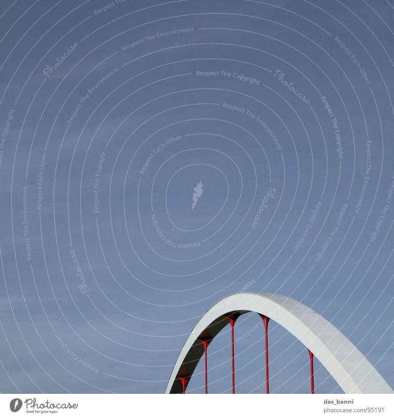 Den Bogen überspannen! - Raum ist Luxus! Himmel blau rot kalt grau Stil Nebel Beton Platz Design Verkehr Brücke Industrie rund