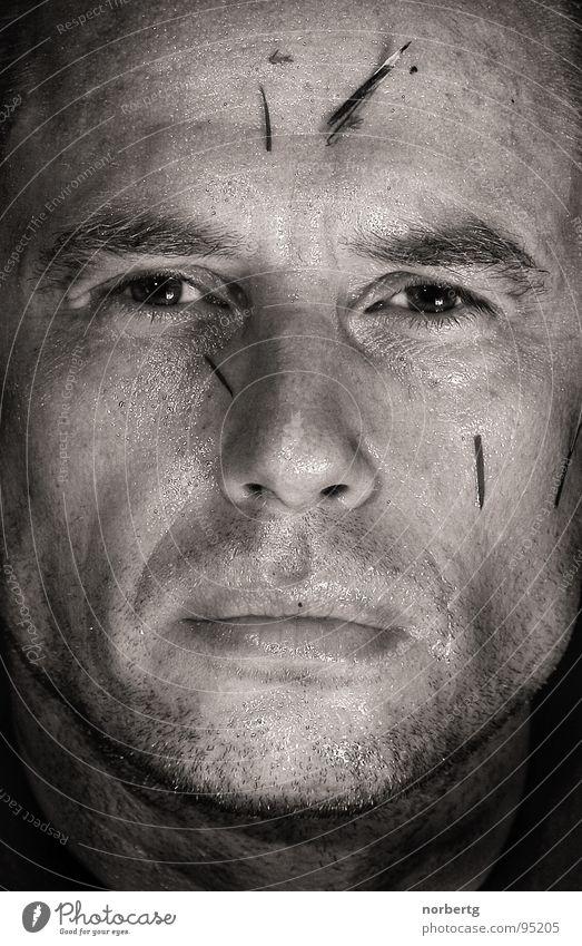 Nach der Fußballschlacht Mann Gesicht Auge Konzentration hart Entschlossenheit