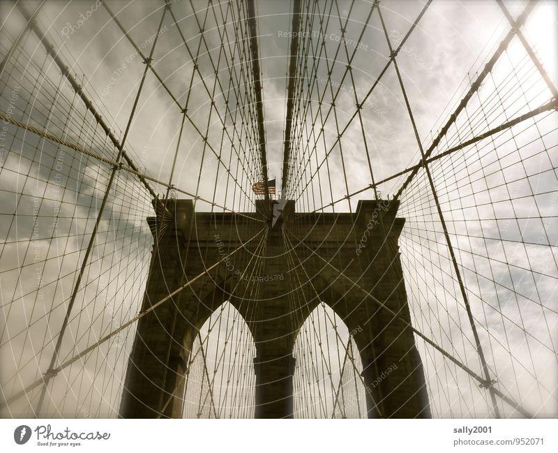 Stabilität... alt dunkel außergewöhnlich Kraft Tourismus ästhetisch Seil Brücke Güterverkehr & Logistik Sicherheit festhalten USA Bauwerk Fahne Vertrauen