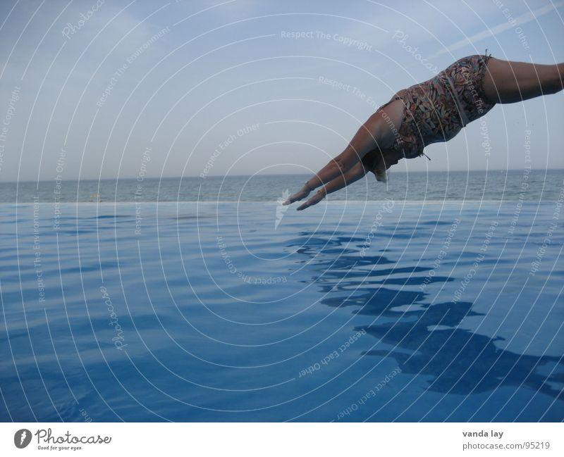 Kopfsprung deluxe II Sommer Schwimmbad Ferien & Urlaub & Reisen Meer Badeanzug springen Luft dick Frau nass Hintergrundbild Übergewicht Wassersport Freude