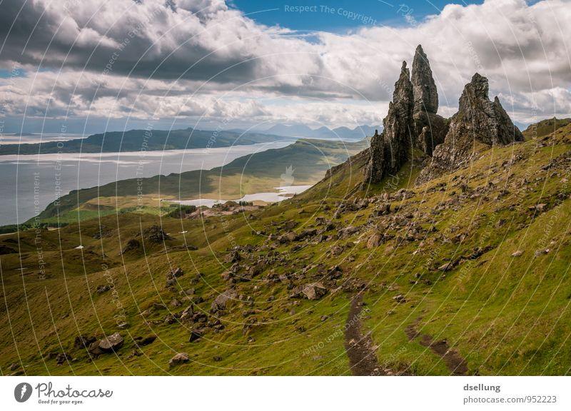 Alter Mann Umwelt Natur Landschaft Urelemente Erde Himmel Wolken Frühling Sommer Schönes Wetter Wiese Hügel Felsen Berge u. Gebirge eckig fest Ferne gigantisch