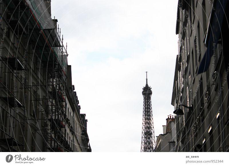 In den Straßen von Paris alt Stadt weiß Haus schwarz Architektur Stein Mode Fassade Tourismus stehen Spitze Turm Bauwerk entdecken
