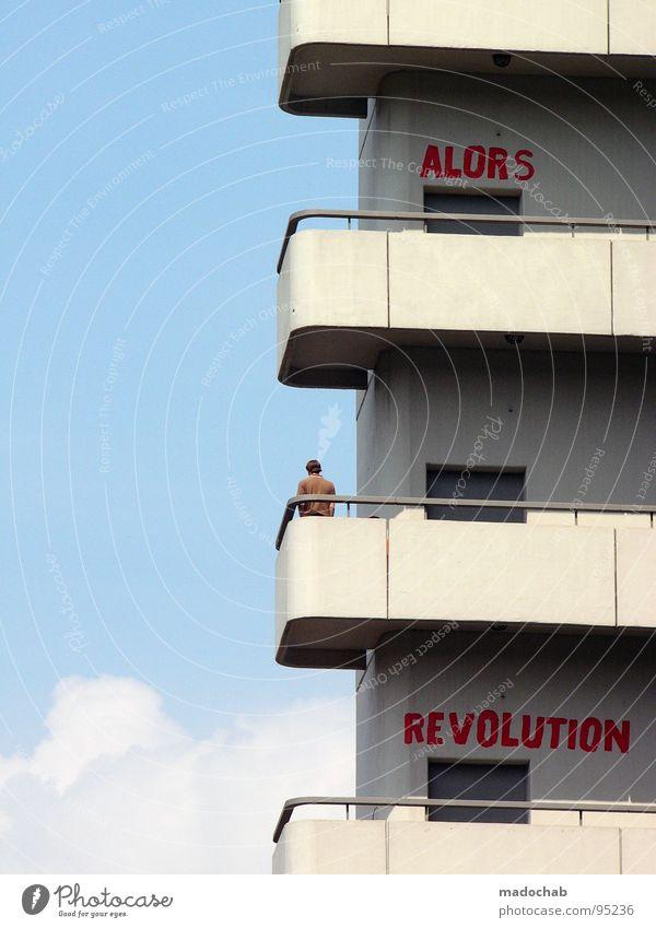ALORS REVOLUTION Mensch Himmel Mann blau rot Sommer Wolken Einsamkeit Haus Freiheit Gebäude Luft Wind warten Beton