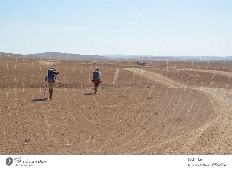 walking extrem Ausflug Abenteuer Ferne Safari Expedition Sommer wandern maskulin 2 Mensch Landschaft Erde Sand Wüste Negev Israel Straße außergewöhnlich wild