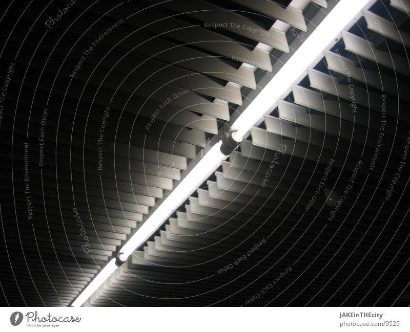 kaltes_licht dunkel Beleuchtung Industrie Leuchtstoffröhre