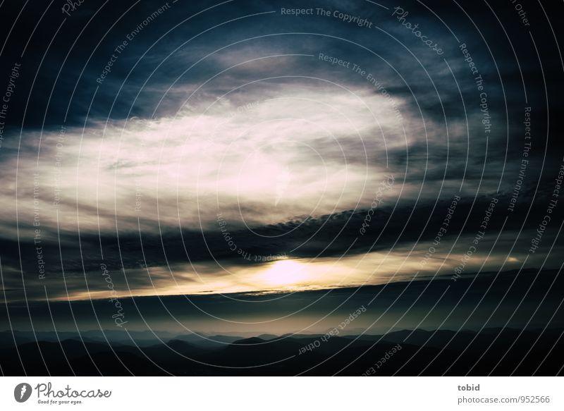 Ausblick Himmel Natur Ferien & Urlaub & Reisen blau Einsamkeit Landschaft Wolken Ferne dunkel kalt gelb Berge u. Gebirge grau Freiheit hell Horizont