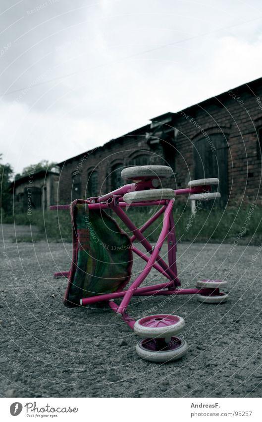 Erwachenswerden Einsamkeit Spielen Traurigkeit Angst Trauer trist kaputt Freizeit & Hobby Spielzeug Kindheit Puppe Unfall Kinderwagen