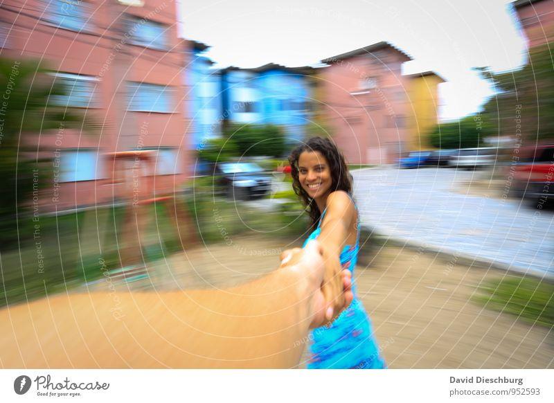 Im Glück feminin Junge Frau Jugendliche Paar Leben Körper Kopf Gesicht Arme Hand 1 Mensch 18-30 Jahre Erwachsene Haus brünett Locken dünn blau braun weiß Freude