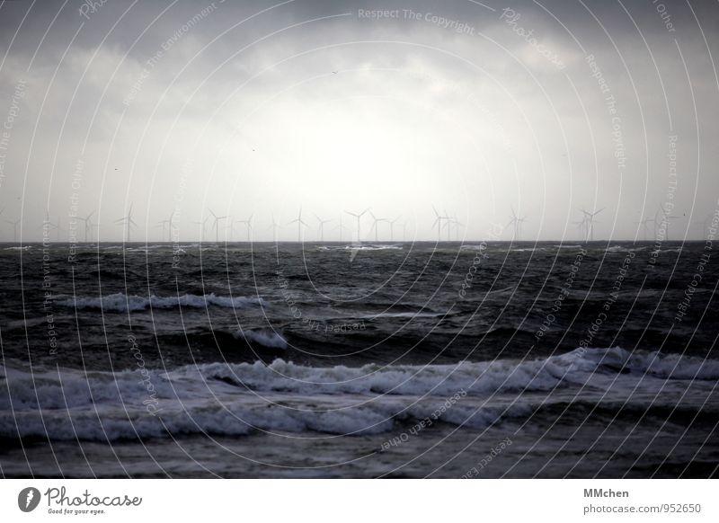 OffShore Meer Wellen Energiewirtschaft Windkraftanlage Umwelt Urelemente Luft Himmel Sturm Küste Nordsee drehen blau Zukunft Elektrizität Stromkraftwerke