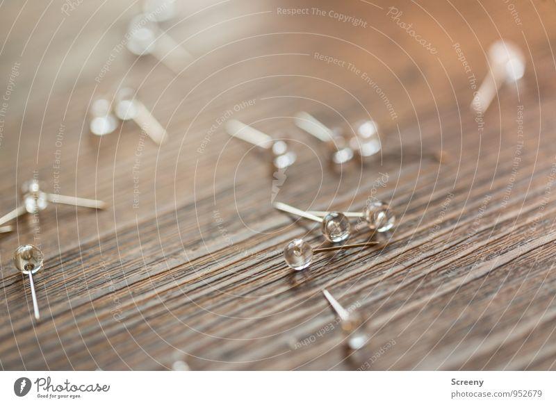 Hol' schon mal ein Pflaster... Holz glänzend Business Büro Spitze rund planen chaotisch silber Holztisch Nadel Büroarbeit Stecknadel Acryl