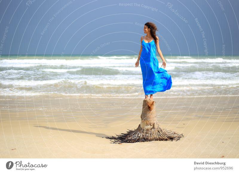 Den Wind spüren Mensch Himmel Ferien & Urlaub & Reisen Jugendliche blau schön weiß Wasser Sommer Junge Frau Meer Landschaft Freude 18-30 Jahre Strand gelb