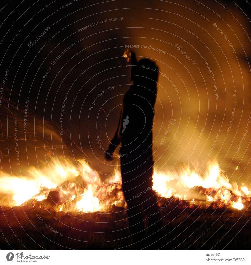 Feuertrinker Zusammensein trinken Alkoholsucht brennen Nacht Club Brand Feuerstelle Lampe Silhouette