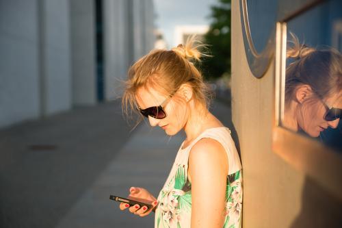WhatsUpp? Freizeit & Hobby Ausflug Städtereise Handy PDA Mensch feminin Junge Frau Jugendliche 1 18-30 Jahre Erwachsene 30-45 Jahre Berlin Dorf Stadt Hauptstadt