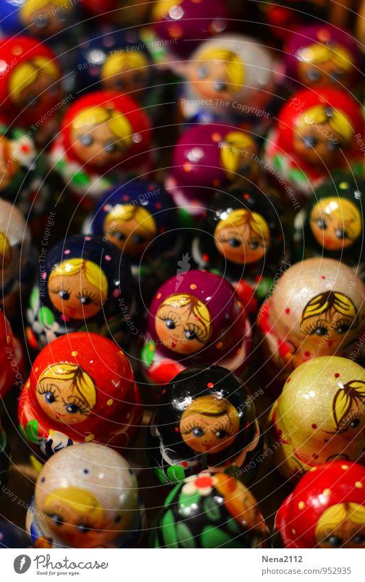 Matrjoschkasversammlung Spielzeug Puppe Souvenir Sammlung Sammlerstück Holz authentisch Bekanntheit exotisch rund trashig mehrfarbig Russisch Matroschka
