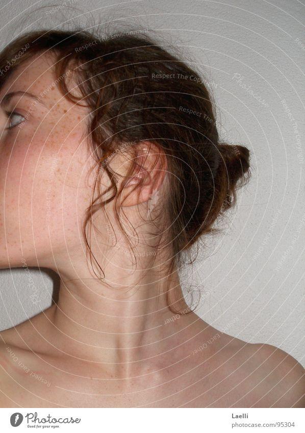 Kannst du mich sehen..? Frau braun Locken Schulter Jugendliche Haare & Frisuren Ohr Hals Haut