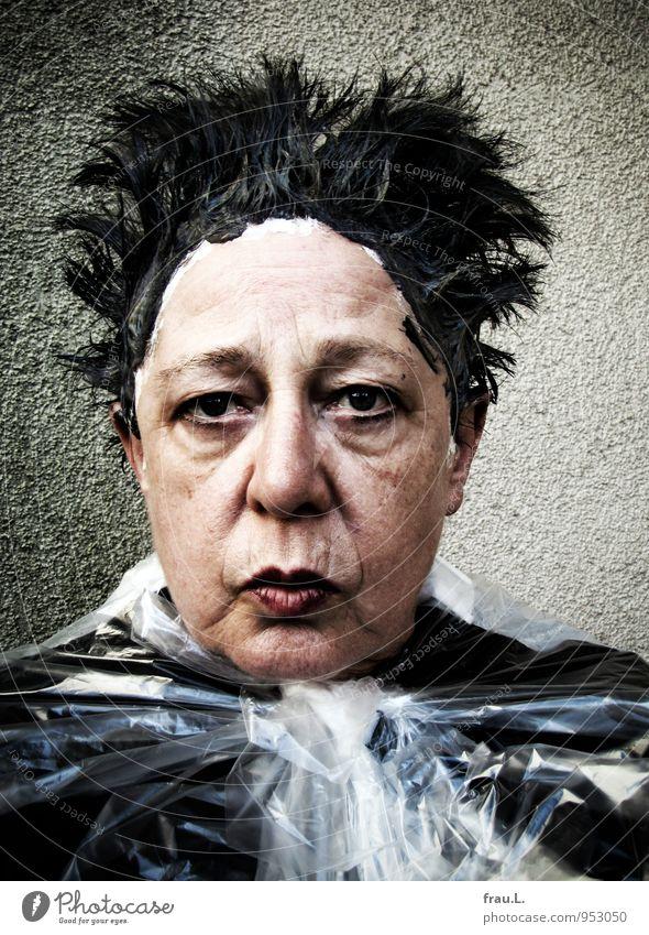 grmpf! Mensch Frau schön Erwachsene Senior feminin lustig Haare & Frisuren außergewöhnlich Kopf verrückt 60 und älter Weiblicher Senior Kunststoff trashig Sorge