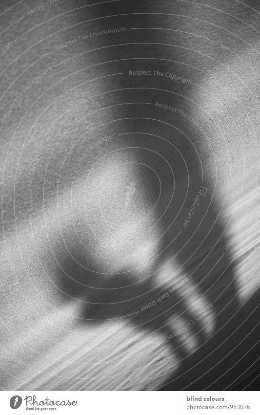 ombre Kunst ästhetisch Zufriedenheit Surfer Sandstrand Düne Schatten Schattenreiter Surfbrett Urlaubsstimmung Schwarzweißfoto Sommer Vergangenheit Erscheinung