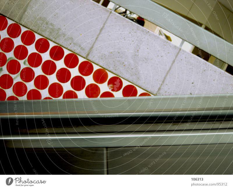 THIS IS THE POINT rot Metall gehen laufen hoch Industrie Kreis Treppe retro Punkt verfallen Tunnel U-Bahn Bauwerk abwärts