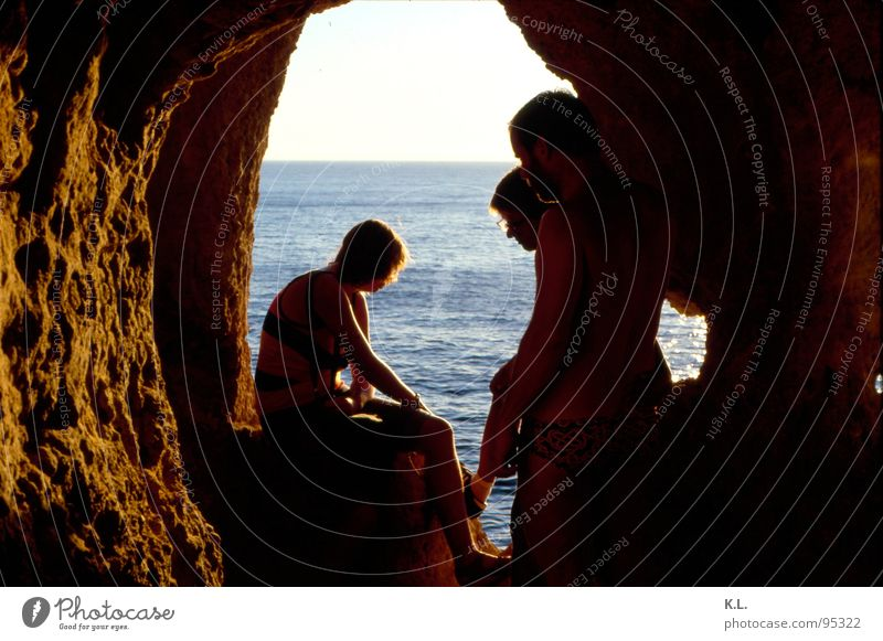 .. damals Meer Sommer ruhig Einsamkeit Erholung Stimmung Horizont Felsen Vergangenheit Gedanke Geborgenheit Portugal Höhle