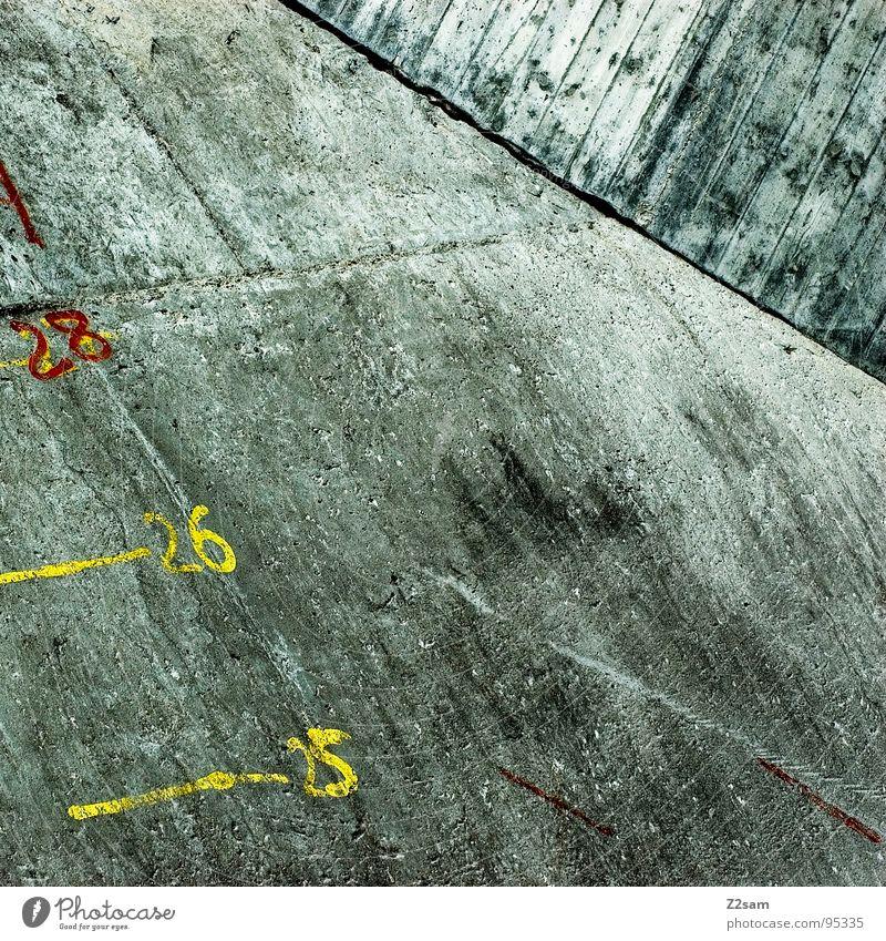db_zähler rot gelb Stil Stein Beton Eisenbahn Schriftzeichen einfach Ziffern & Zahlen Buchstaben graphisch sehr wenige Skala quer Zähler