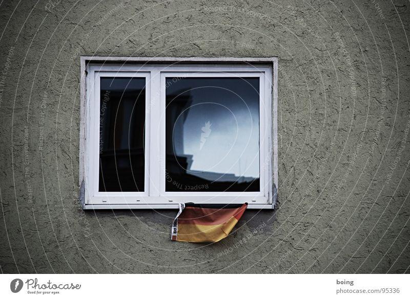 Hier feiern Scheibenkleister! Fenster Feste & Feiern Deutschland Fahne Bundesadler Deutsche Flagge Plattenbau Fan Schwäche verwaschen Winzer Bademeister ausgebleicht Waldmeister INTELSAT 1