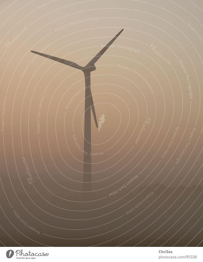 morgens um 5.23 Nebel Morgen Sonnenaufgang Erneuerbare Energie Elektrizität ökologisch grau Triebwerke Horizont Sommer Nordwalde Industrie Windkraftanlage