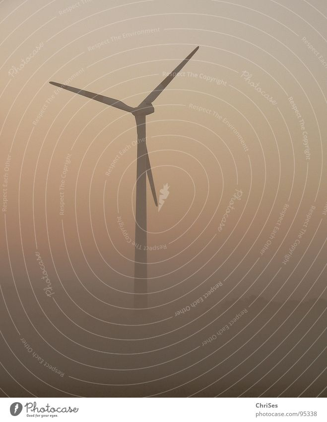 morgens um 5.23 Sommer grau Landschaft orange Nebel Wind Horizont Industrie Energiewirtschaft Elektrizität Flügel Windkraftanlage ökologisch Triebwerke
